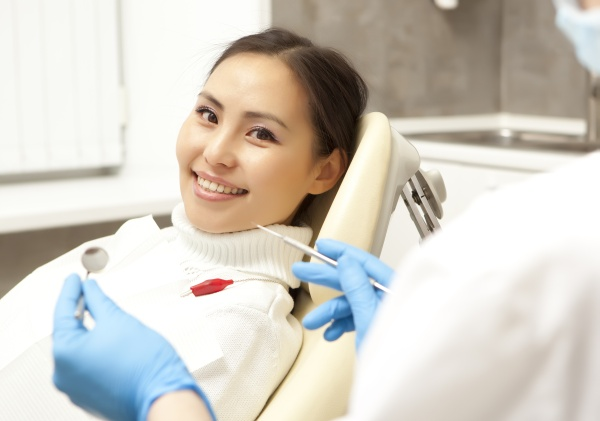 How An Experienced Cosmetic Dentist Can Improve Your Smile